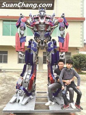 漳州男子为帮儿子圆梦 历时15个月打造3.5米高变形金刚