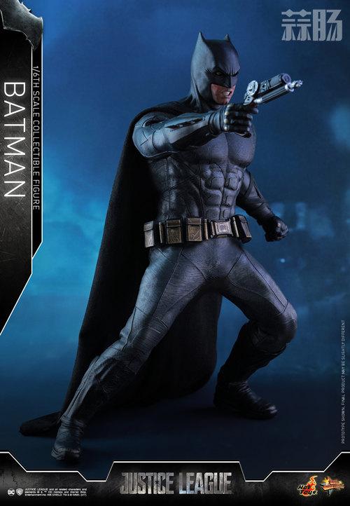 《正义联盟》蝙蝠侠1:6比例珍藏人偶 模玩 第3张