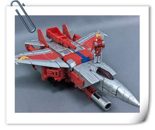 变形金刚x《街头霸王》特别版玩具实物图流出