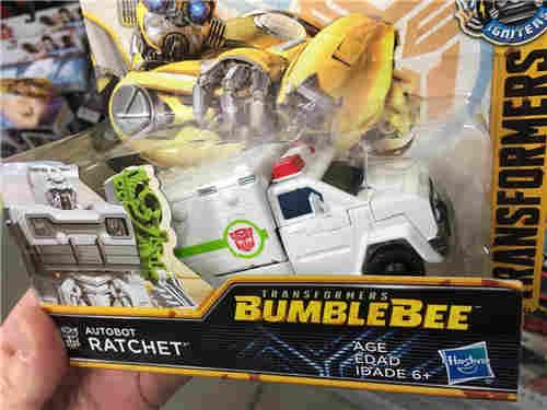 美国沃尔玛现《大黄蜂》电影系列救护车稀有玩具造型奇特