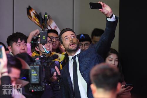 雷霆沙赞于昨天在北京举办首映礼 扎克瑞·莱维出席发布会 动漫 第2张