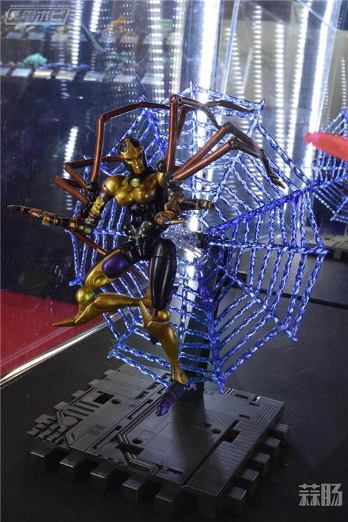 变形金刚大师系列MP-46野兽战争毒蜘蛛售价在900元左右 变形金刚