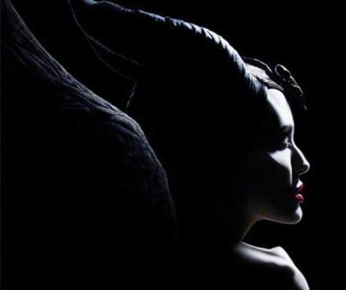 《沉睡魔咒2》发布预告!玛琳菲森辣个魔女,她回来了。