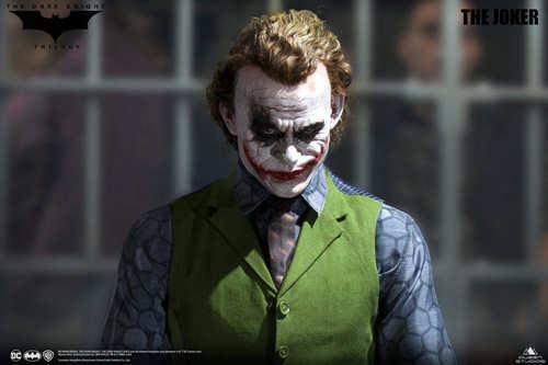 Queen Studios发布《蝙蝠侠:黑暗骑士》1:3比例小丑雕像