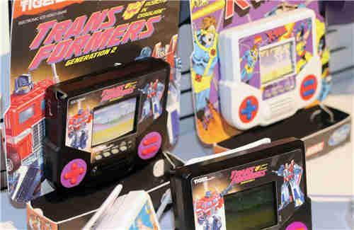 孩之宝宣布推出经典Tiger掌机包含《变形金刚》游戏