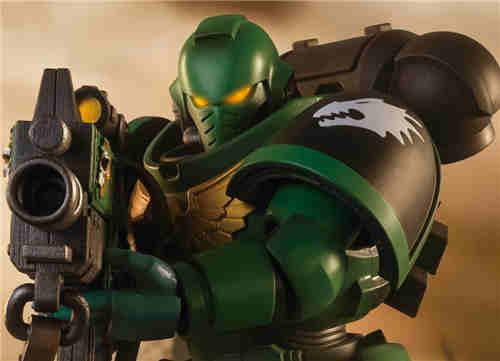 万代推出《战锤40K》火蜥蜴战团星际战士可动手办